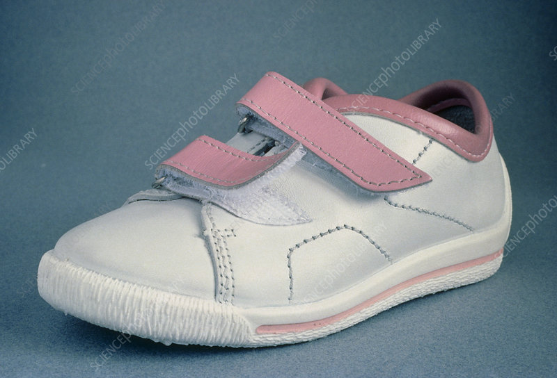 A tennis shoe provided with fastener
