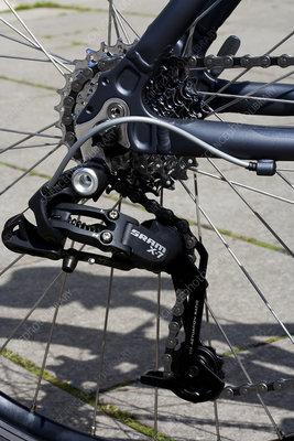 Rear-wheel gear mechanism on bicycle