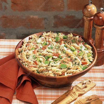 Wholemeal pasta salad with herbs