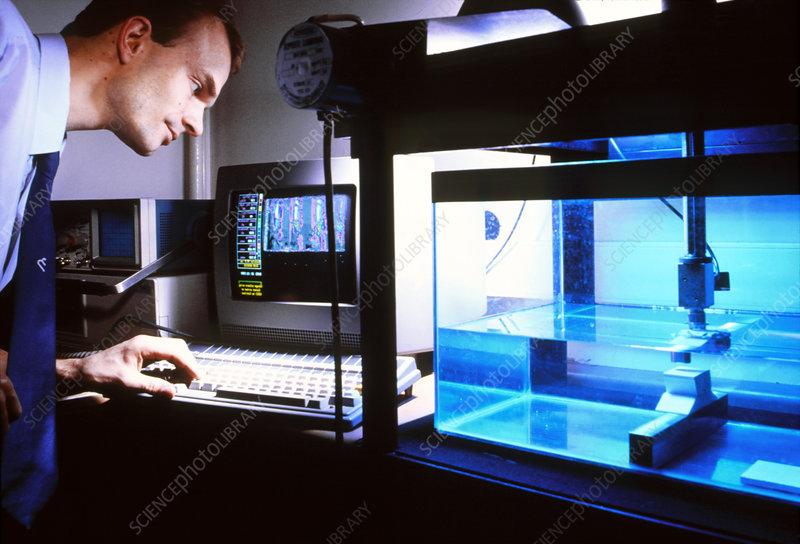 Acoustic microscope for non-destructive testing