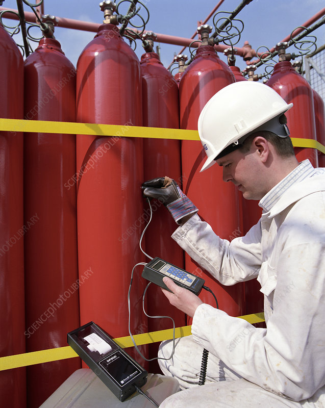 Ultrasonic test of gas cylinders