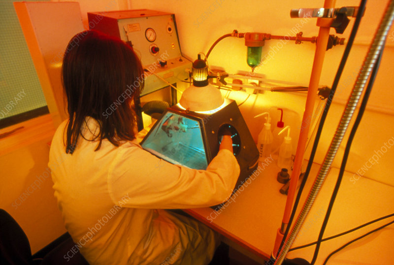 Preparing a sample for radiocarbon dating