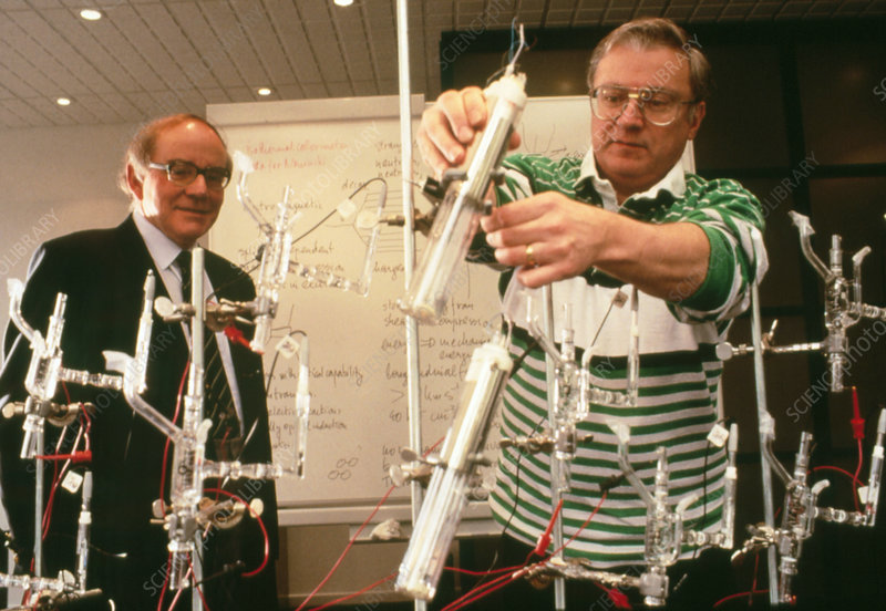 H4000036-Pons_and_Fleischmann_in_their_lab.,_France,_1993-SPL.jpg