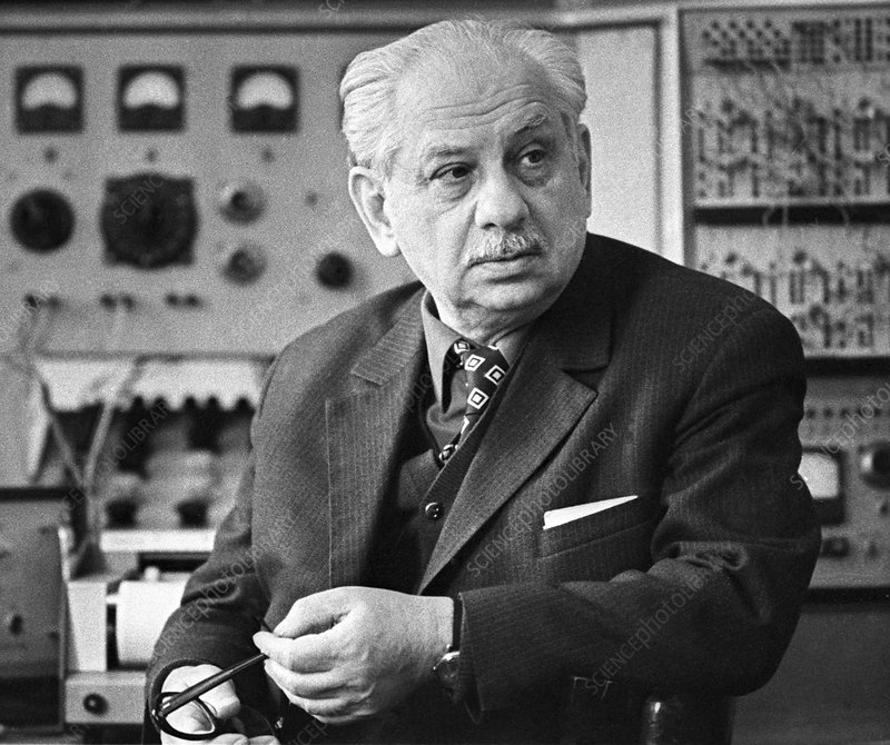 Elepter Andronikashvili, Soviet physicist