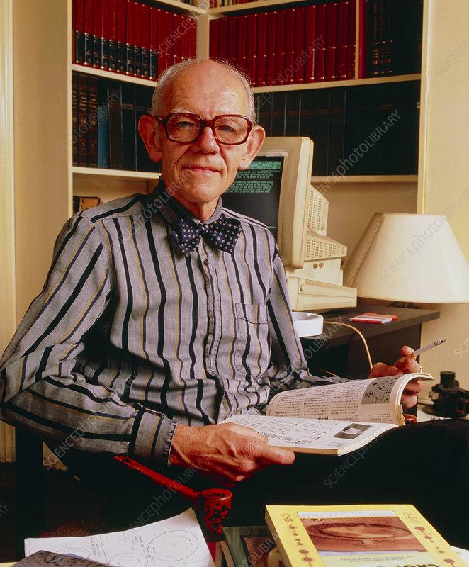 http://www.sciencephoto.com/image/227308/530wm/H4140020-Ralph_Noyes_of_the_Centre_for_Crop_Circle_Studies-SPL.jpg