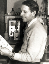 Frederick Sanger in laboratory