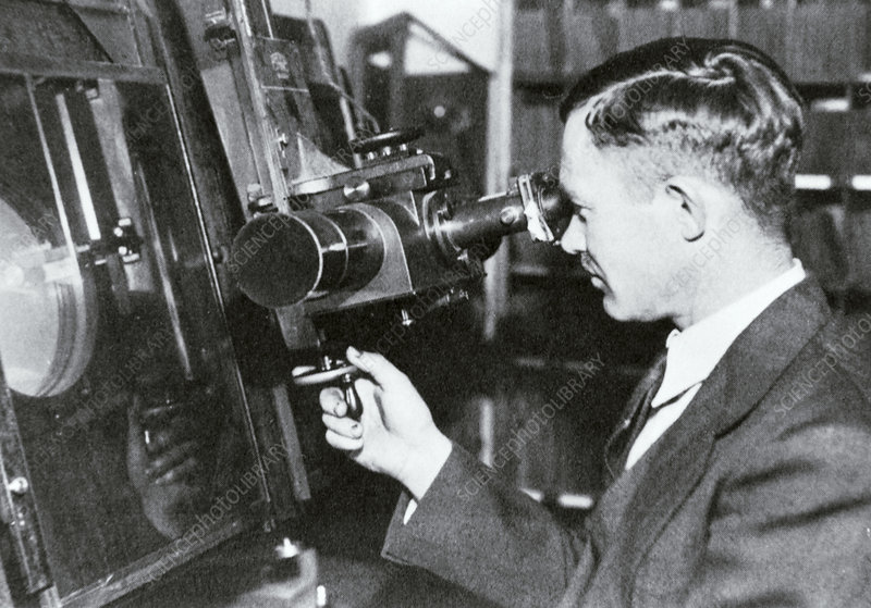 Clyde Tombaugh using his blink comparator