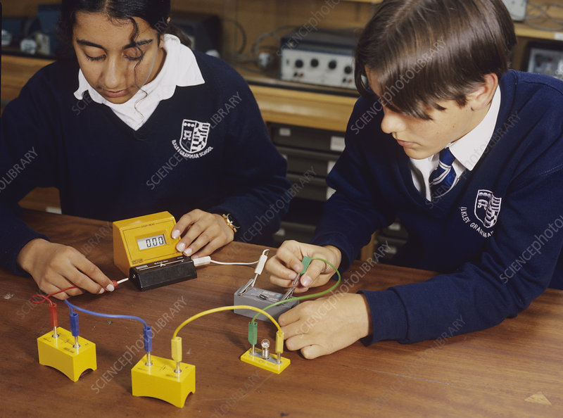 Pupils setting up a circuit