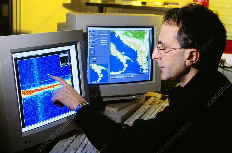 http://www.sciencephoto.com/image/231647/530wm/H8200061-Nostradamus_radar_system-SPL.jpg