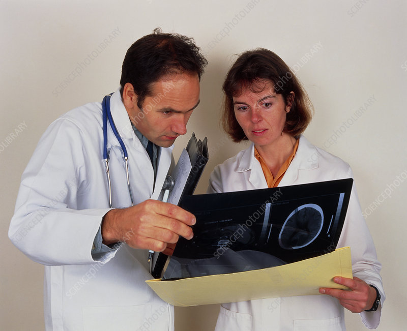 Two doctors analyse the results of an MRI scan