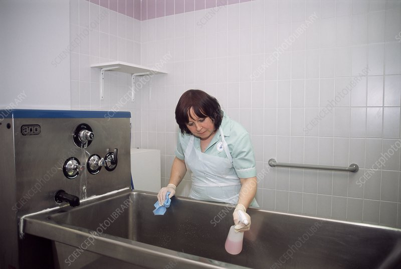 Cleaning a hospital bath