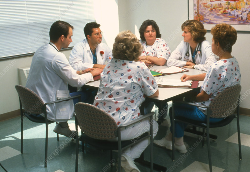 Doctors and nurses discuss hospital issues