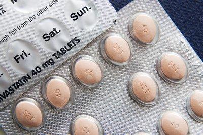 Simvastatin cholesterol-lowering drug