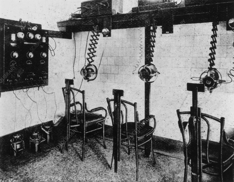Radiotherapy department at London Hospital, 1905