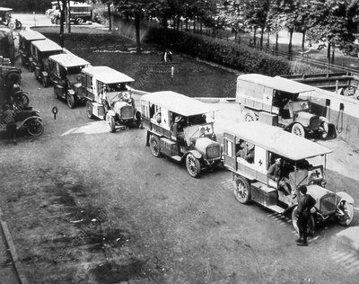 Ambulances carrying World War I wounded