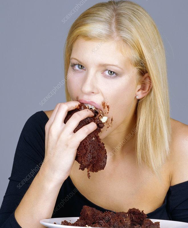 P9200384-Woman_eating_cake-SPL