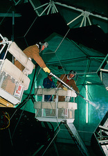 Cleaning the primary mirror of Keck II telescope
