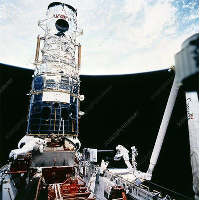 Astronaut Hoffman with Hubble WF/PC, STS-61