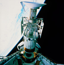 Deployment of Magellan spacecraft from shuttle