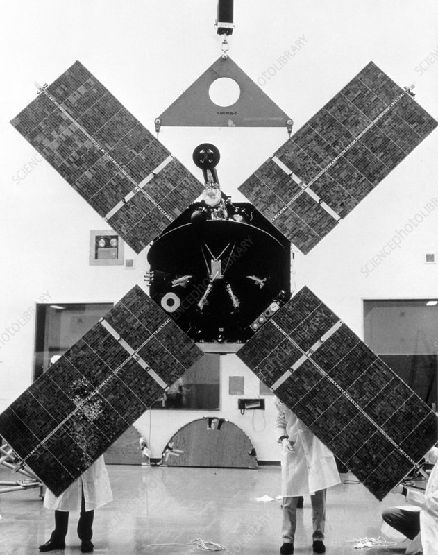 Technicians prepare a Mariner-Mars 64 spacecraft