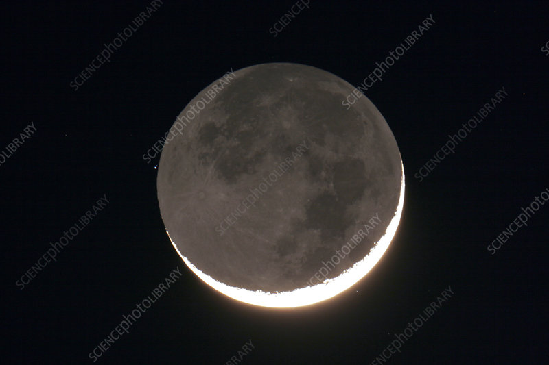 Crescent Moon Occults Chi Taurus