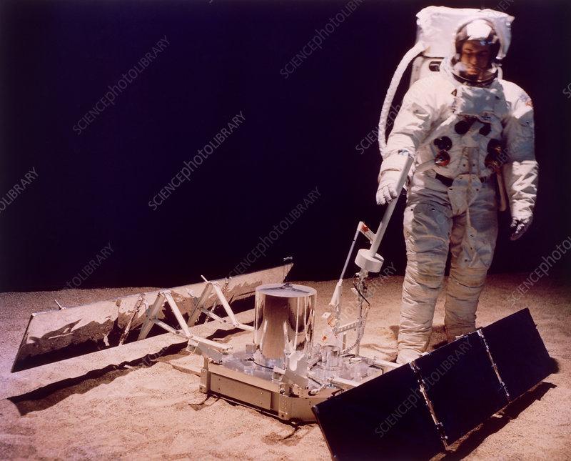 Seismometer for Apollo moon landing