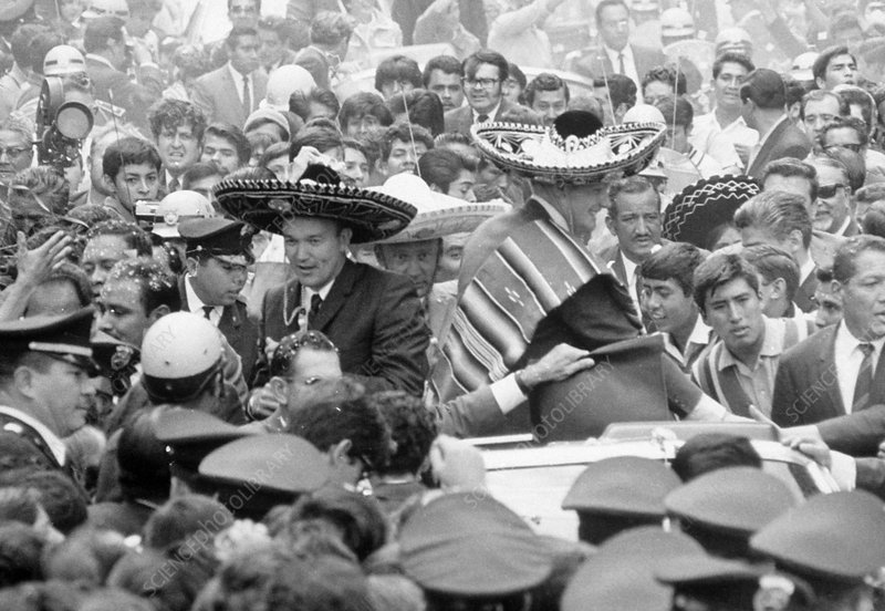 Three Apollo 11 astronauts greeted in Mexico City