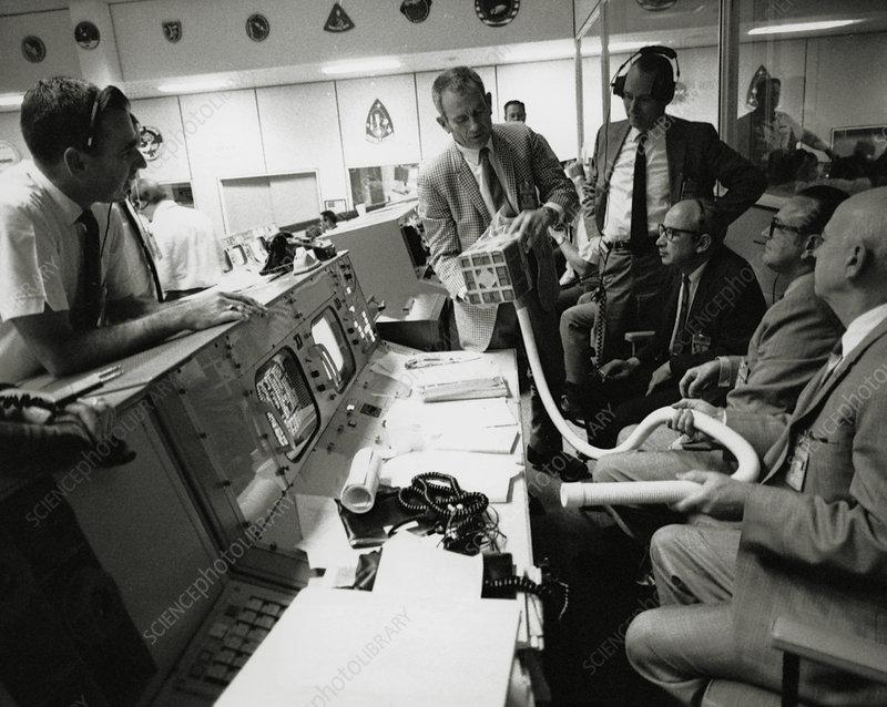 NASA team discuss Apollo 13 CO2 problem