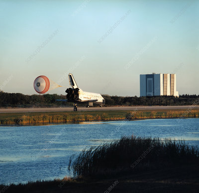 Shuttle Endeavour landing after mission STS-89