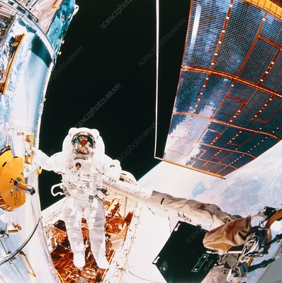 Fisheye view of HST and astronaut, Shuttle STS-61