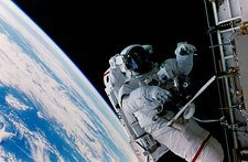 Astronaut Scott Parazynski performs a spacewalk