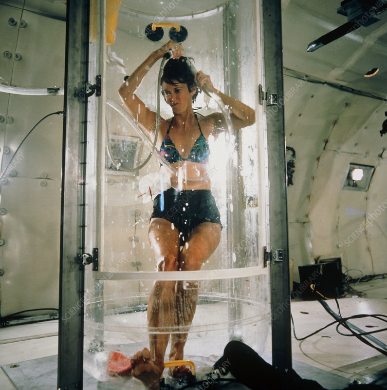Weightless test of shower for Space Station