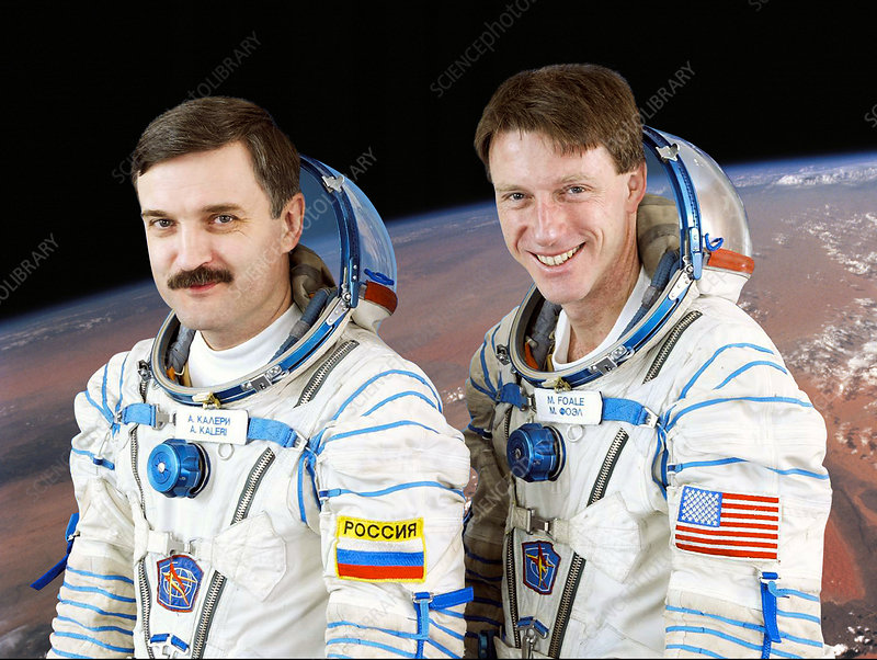 ISS expedition 8 astronauts