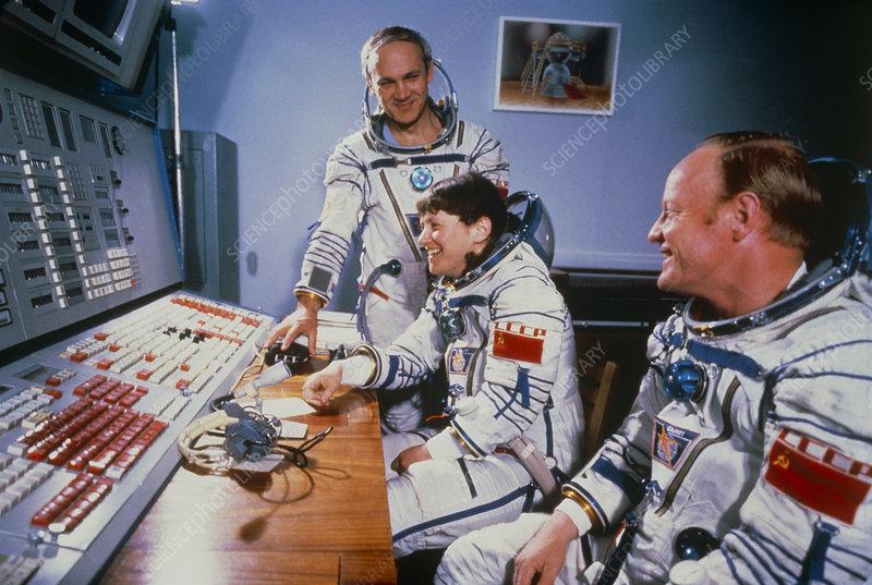 Svetlana Savítskaya,la primera mujer en pasear en el espacio  S6300015-Crew_of_Soviet_Soyus_T12_before_launch.-SPL