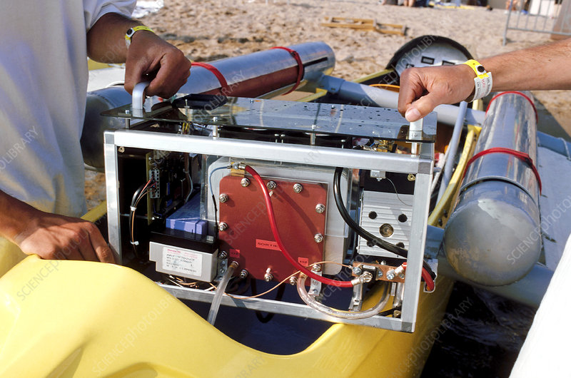 Fuel cell engine for small boats