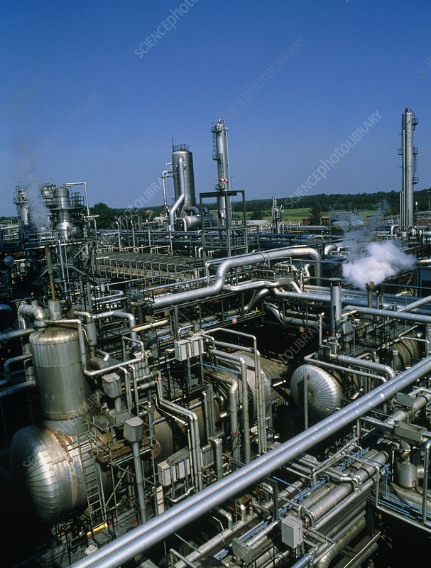 Industrial plant for treating acidic natural gas