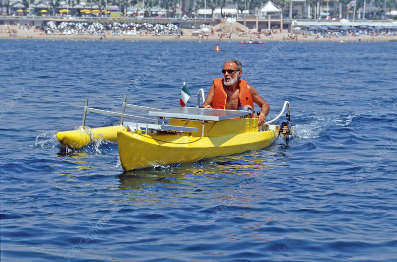 Solar-powered sea canoe