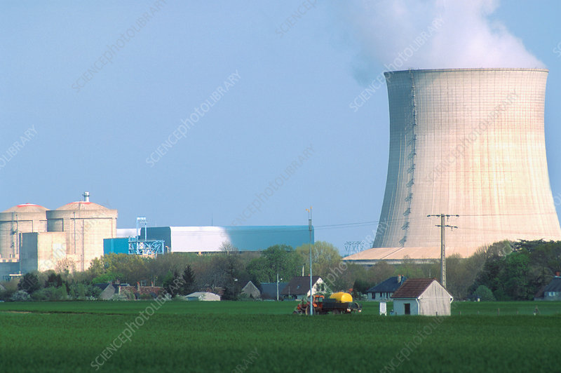 Nuclear power plant and cooling tower