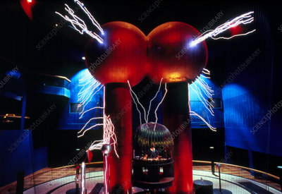 Van de Graaff generator & Faraday cage, Boston