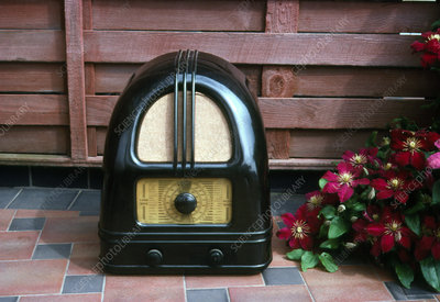 Bakelite radio, Philco 444 1936 British