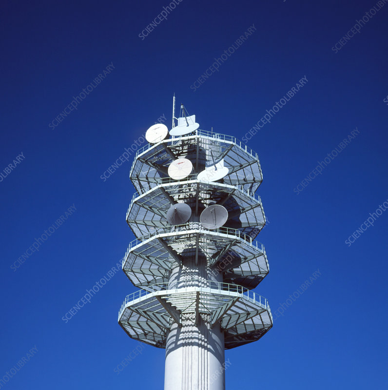 Telecommunications tower for relaying microwaves