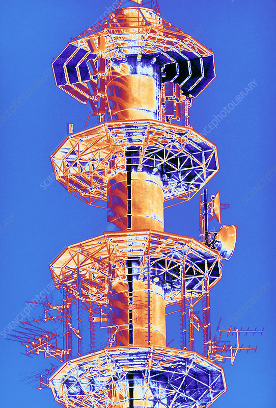 Multi-platform radio mast for telecommunications