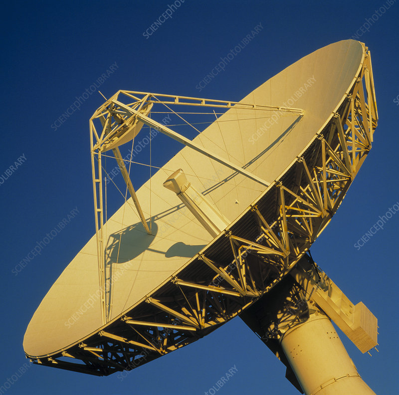 Satellite tracking antenna