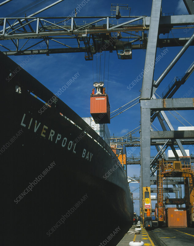 Freight containers and straddle carriers