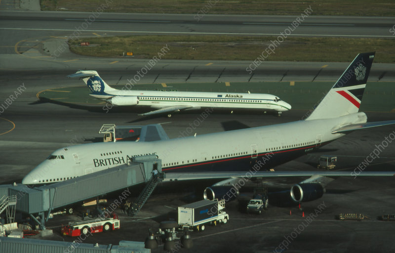 Boeing 747 and MDC DC-9 at San Francisco airport