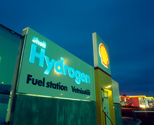Hydrogen-powered bus refuelling station