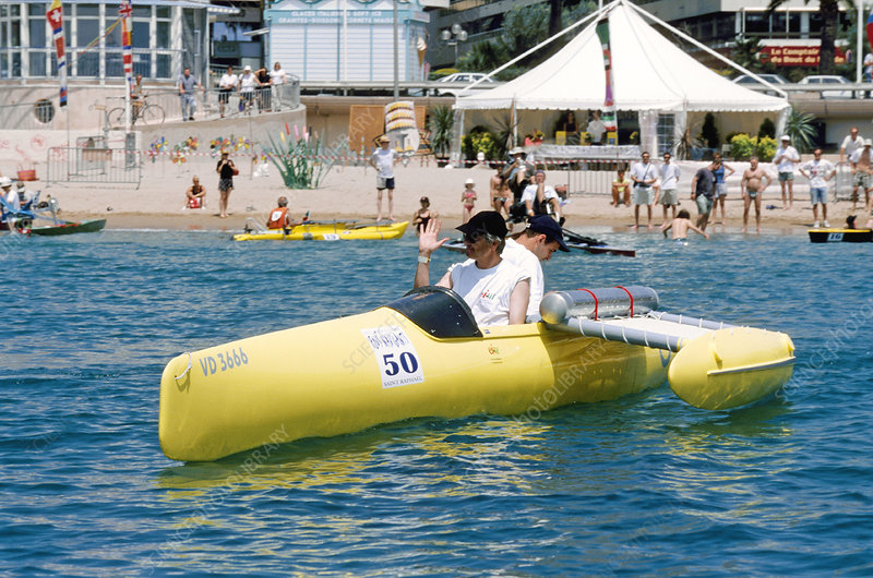 Fuel cell-powered sea canoe