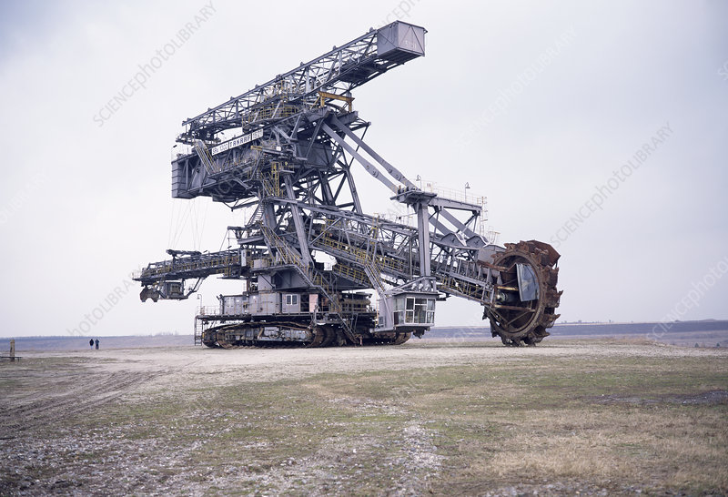 Lignite excavating machine