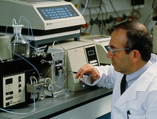 Chemist & liquid chromatography equipment