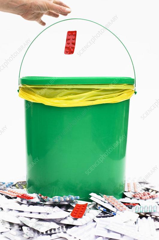 Pharmaceutical waste bucket